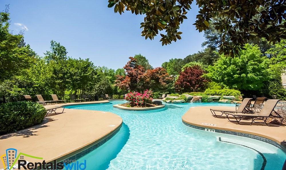 refreshing-swimming-pool-at-smyrna-apartments (1)