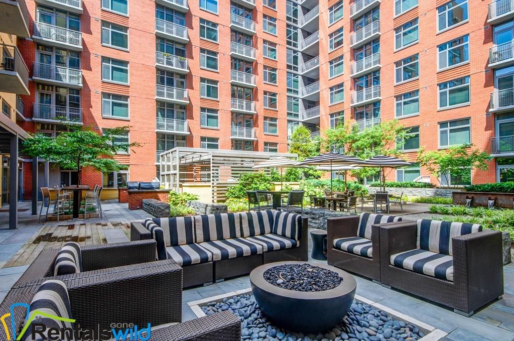 Flats130_Ext_Amenities_Courtyard_Sept2016