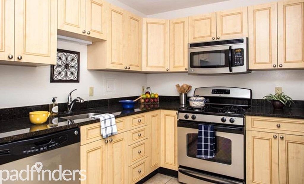2 Bedroom Apartment Gourmet Kitchen ...
